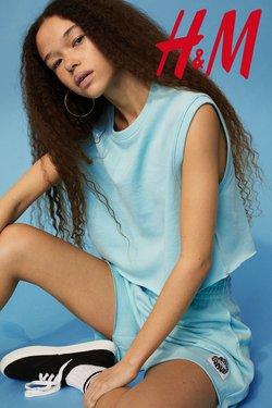 Ruházat, cipők és kiegészítők kínálat H&M katalógusában, ( Több mint egy hónap)